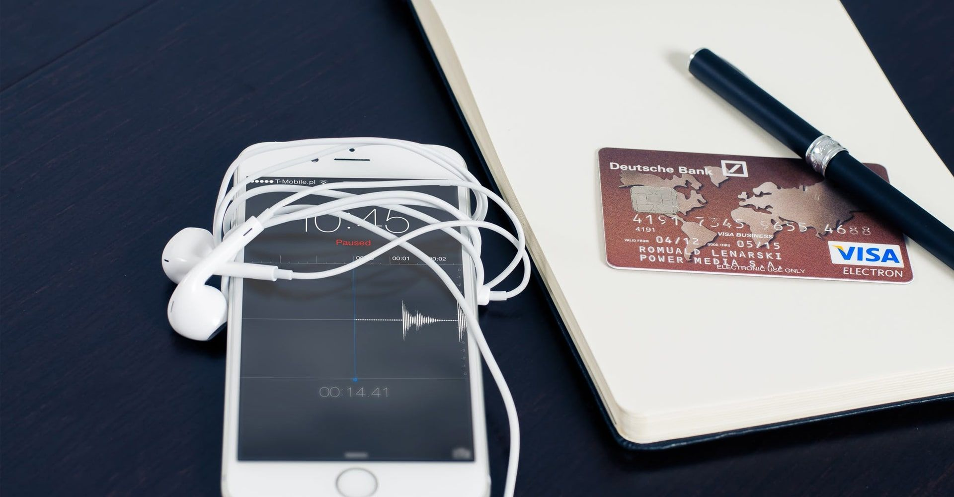A Guide to Travel Credit Cards: Points, Bonuses, and Perks